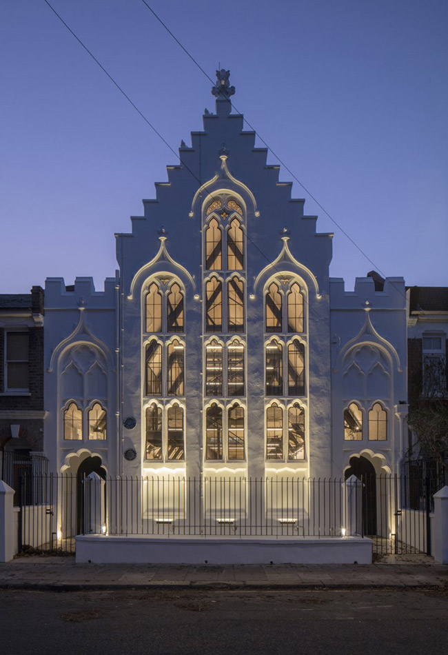 Historic building facade lighting design